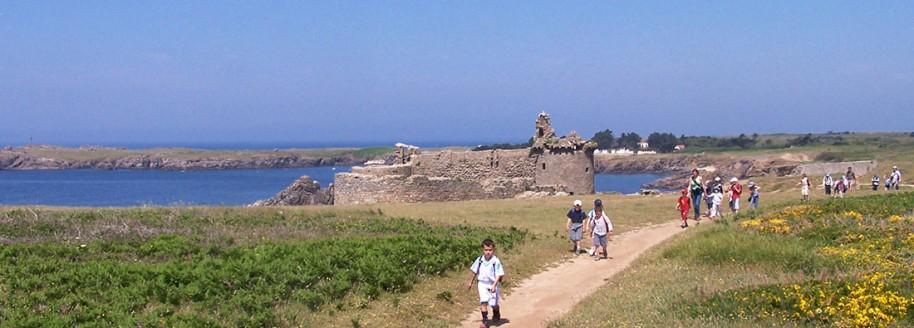 Randonnée vieux château - Île d'Yeu - Sorties scolaires et classes de mer en Vendée - © JCB