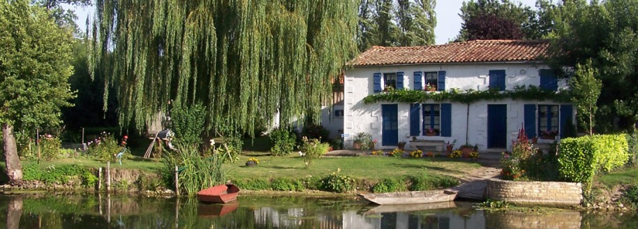 Les volets bleus - Sèvre niortaise - Venise Verte dans le Marais Poitevin - Deux Sèvres