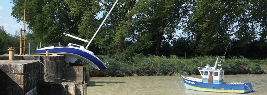 Le bateau mou de Erwin Wurm - Canal de la Martinière - © JCB